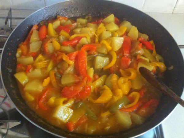 questo punto la vostra peperonata con patate è finita. Non vi resta ...