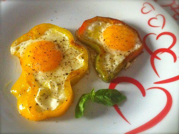 Uova al tegamino nei peperoni ricette di cucina il cuore in pentola - Cucinare le uova ...