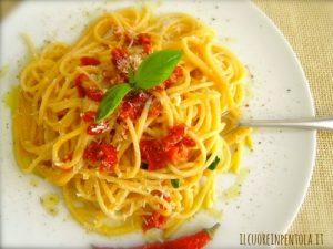 Spaghetti con acciughe e pomodori secchi