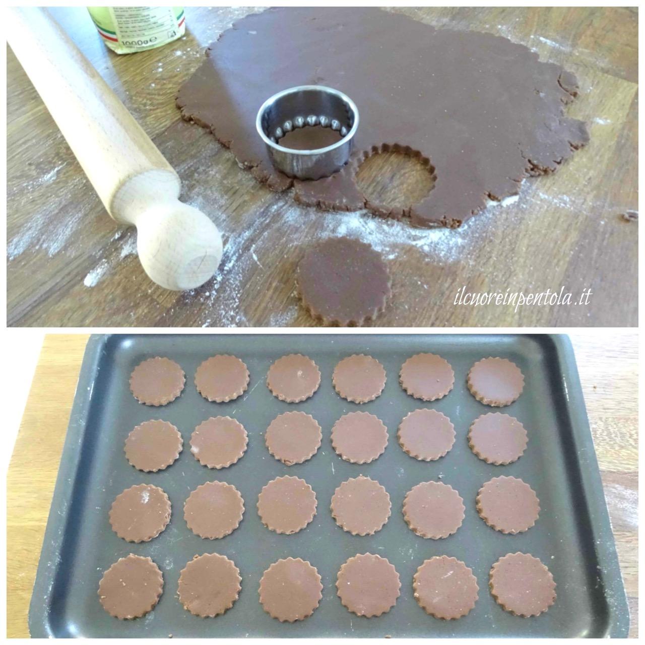 stendere frolla e ritagliare biscotti