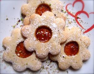 biscotti a fiore con marmellata di arance