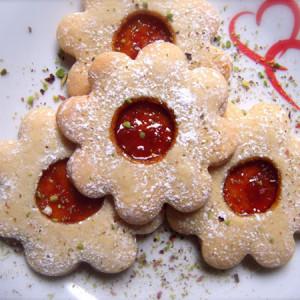 biscotti a fiore con marmellata