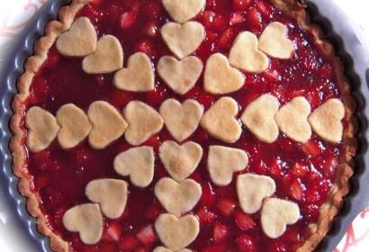 Crostata con marmellata di fragole e fragole