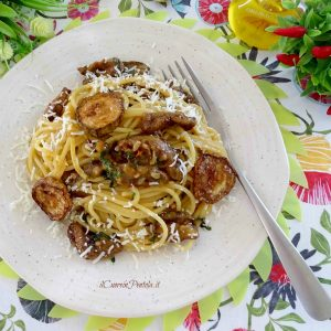 pasta con le zucchine fritte