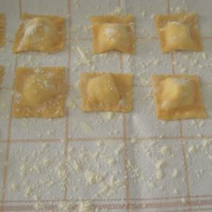 ravioli di pasta fresca con ricotta