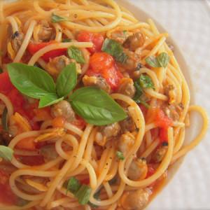 spaghetti alle vongole con pomodoro
