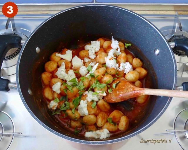 aggiungere mozzarella e basilico