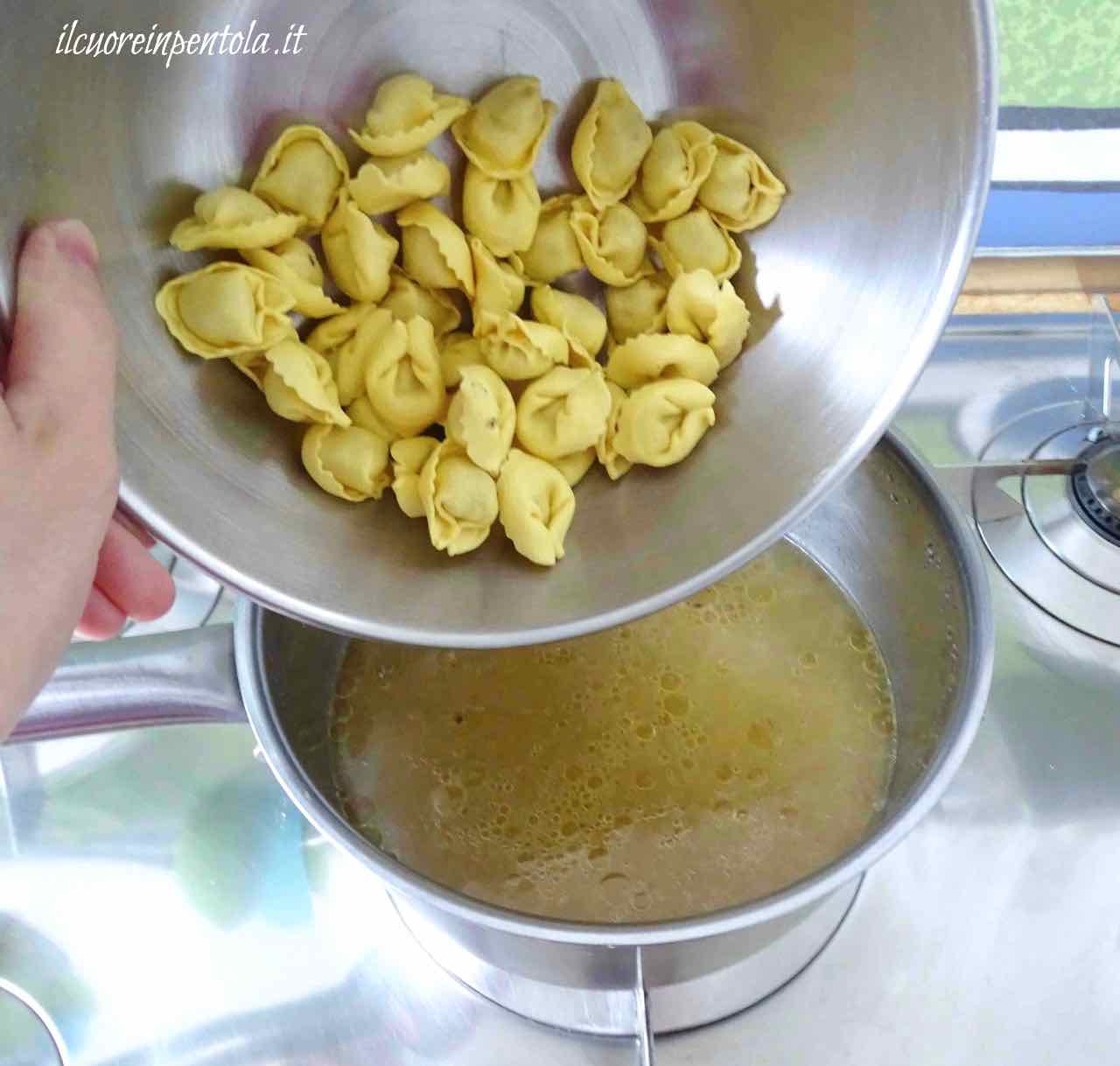 cuocere tortellini