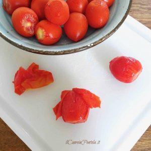 come spellare i pomodori