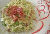 Risotto con fave e pancetta croccante