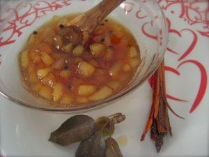 Confettura di pere, cannella e grani di pepe