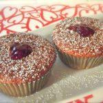 muffin con marmellata ai frutti di bosco
