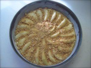 Torta con pere e amaretti