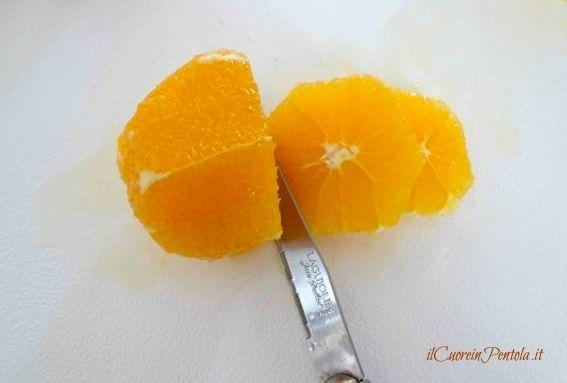 tagliare arancia a fette