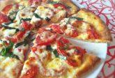 Pizza su pietra refrattaria o pietra ollare