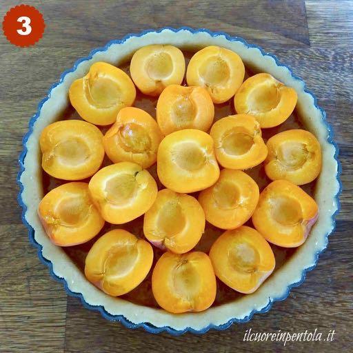 decorare crostata con albicocche fresche