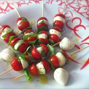 spiedini di mozzarelline e pomodorini