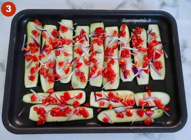 condire zucchine con pomodori e cipolle