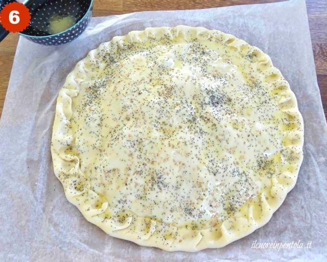 decorare la superficie della torta salata