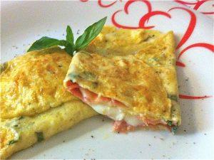 Omelette con speck e mozzarella