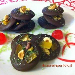 cioccolatini con frutta secca e canditi