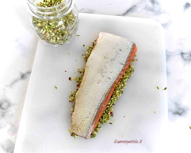 panare salmone con pistacchi