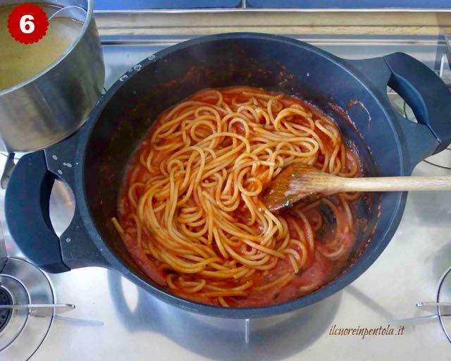 mantecare spaghetti al sugo