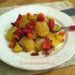 Patate al forno con cipolle e peperoni