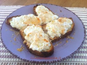 crostoni-pane-ricotta