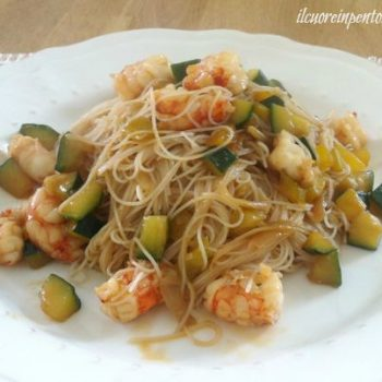 noodles con gamberi e verdure ricetta
