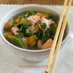 Zuppa di salmone e verdure