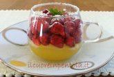 Coppette con crema e frutta