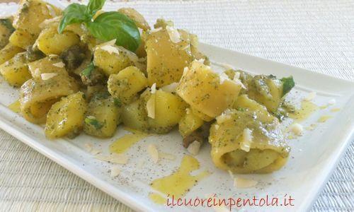 calamarata con patate e pesto