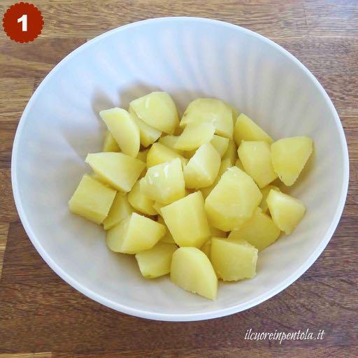 spellare e tagliare patate
