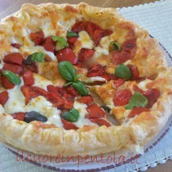 pasta sfoglia con pomodoro e mozzarella