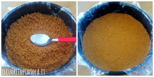 versare biscotti nello stampo a cerniera