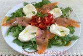 Insalata di rucola salmone affumicato e mozzarella
