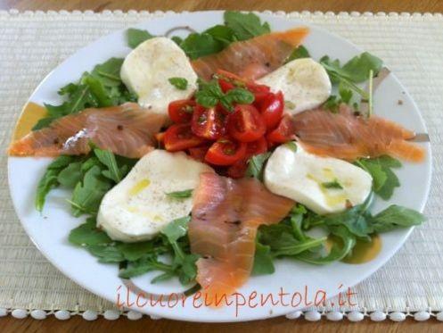 insalata-salmone-affumicato-rucola-mozzarella