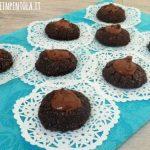 Biscotti al cacao con fossetta alla nutella