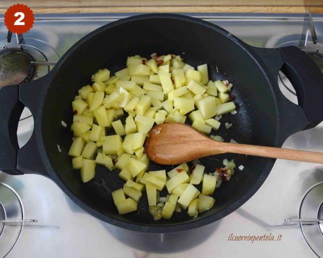 aggiungere patate a pezzetti