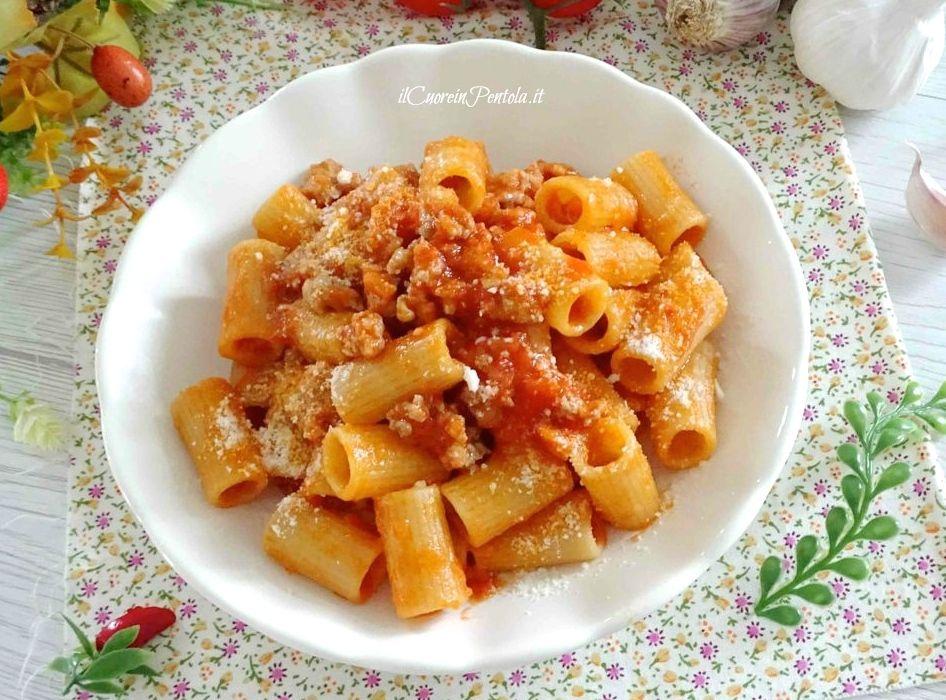 pasta con ragù di salsiccia
