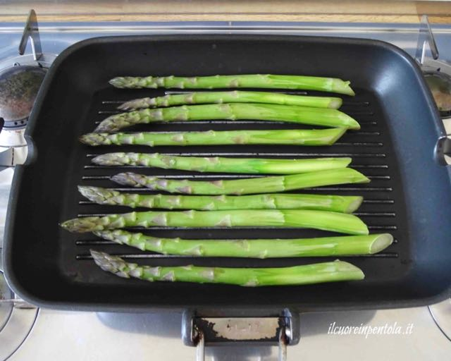 cuocere asparagi alla piastra