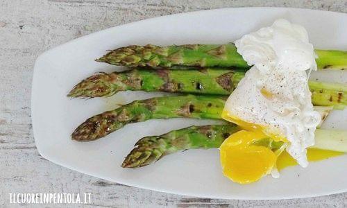 uova in camicia con asparagi ricetta