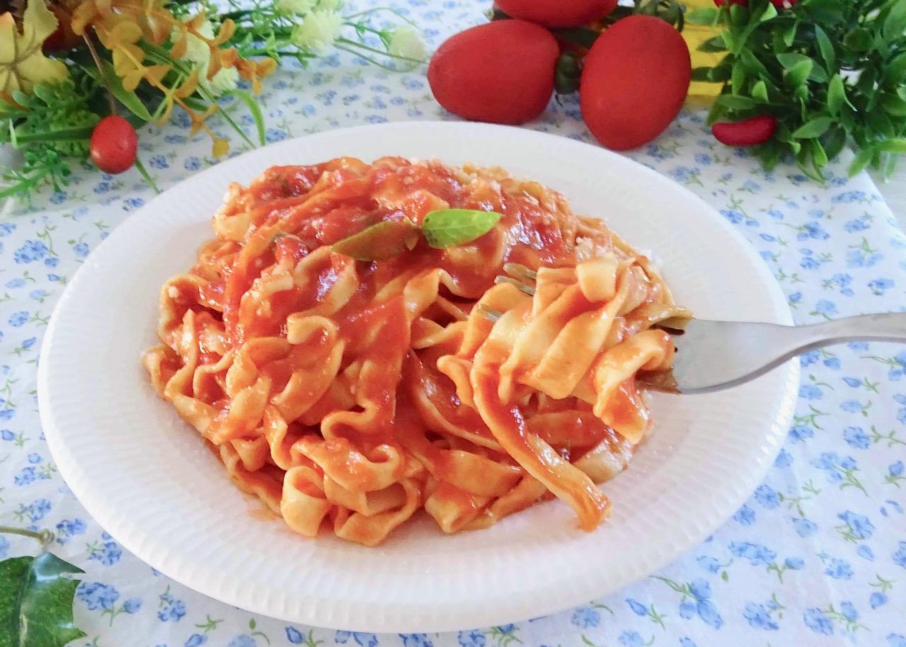 tagliatelle con salsa di pomodoro