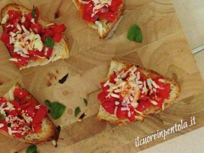 Bruschette al forno pomodoro e ricotta salata