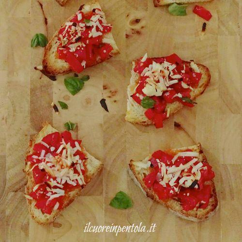 bruschette_al_forno_pomodoro_e_ricotta_salata