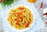Pasta con cannellini e pomodoro