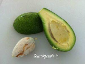 Pelare e tagliare l' avocado