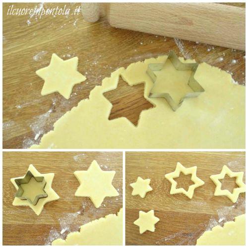 ritagliare biscotti di pasta frolla