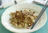 Noodles con pollo e funghi